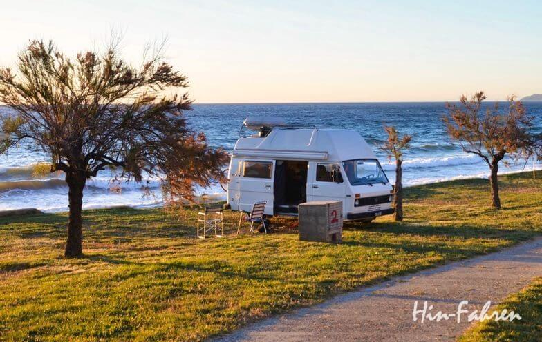 Wohnmobil mieten Anleitung: Platz mit dem Camper am Meer
