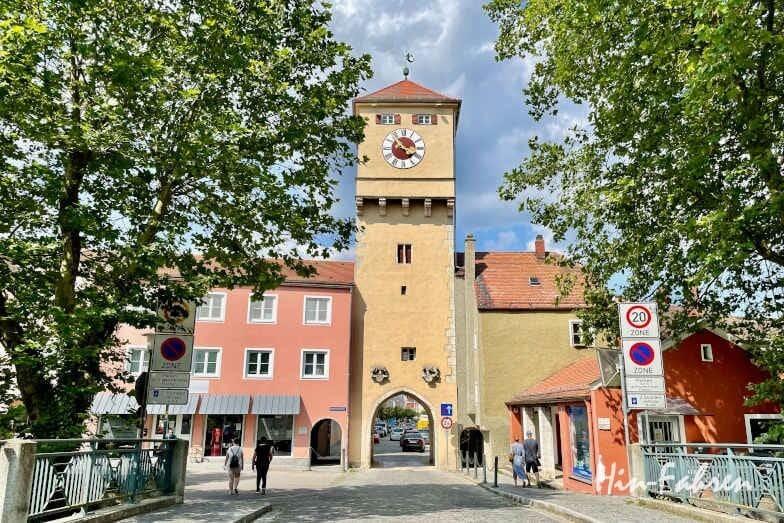 Wohnmobil-Tour Bayern: Das Donautor von Kelheim