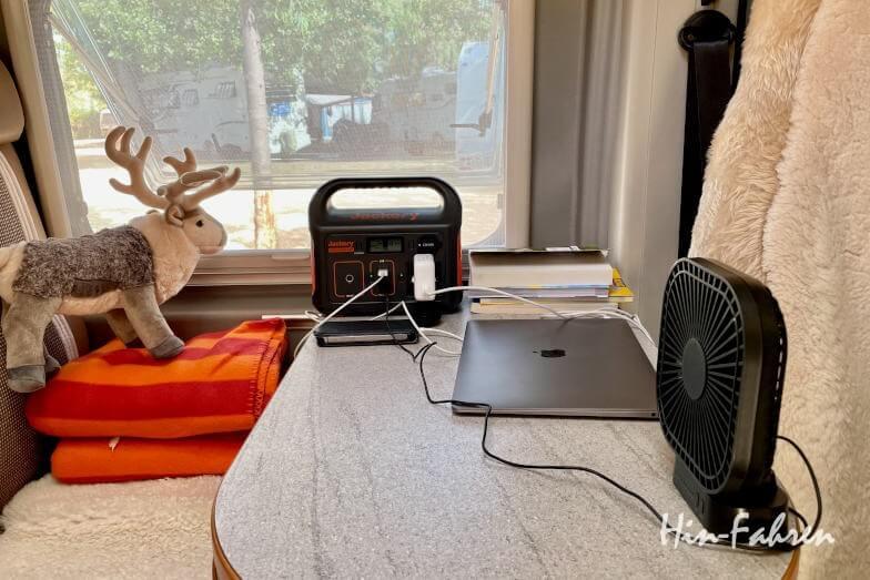 Laden von Geräten im Wohnmobil mit Powerbank
