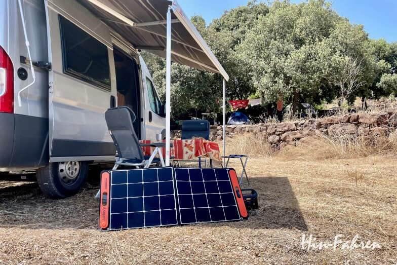 Wohnmobil Powerstation und Solarfeld auf dem Campingplatz im Test